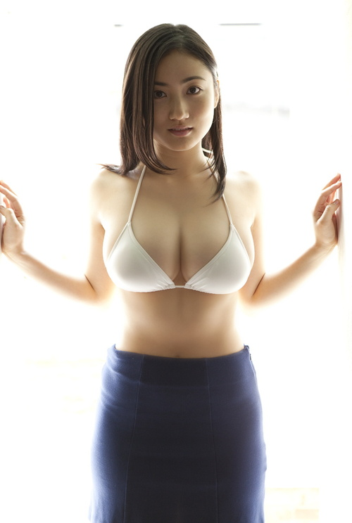 asiangoldmine:  Saaya Irie gets off work.